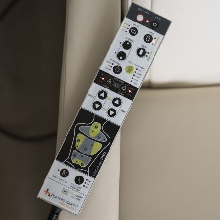 WholeBody 7.1 massage chair - Remote control close up